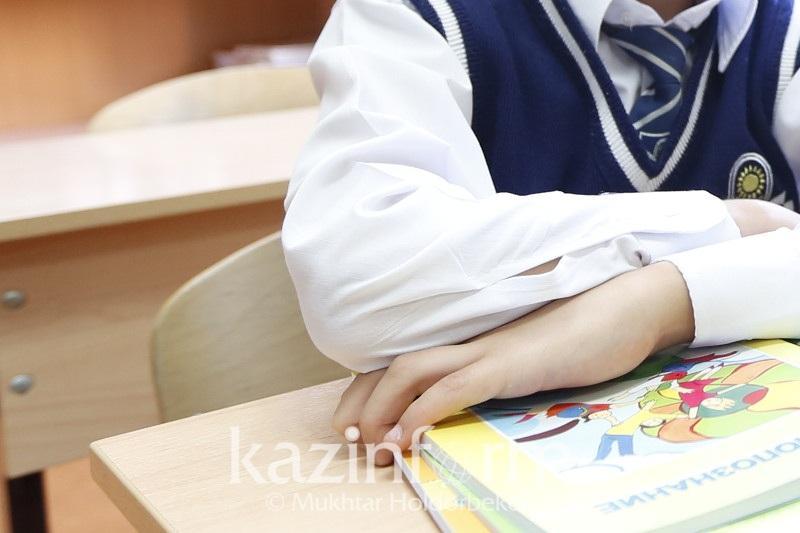 Школьную форму носить детям необязательно - Асхат Аймагамбетов