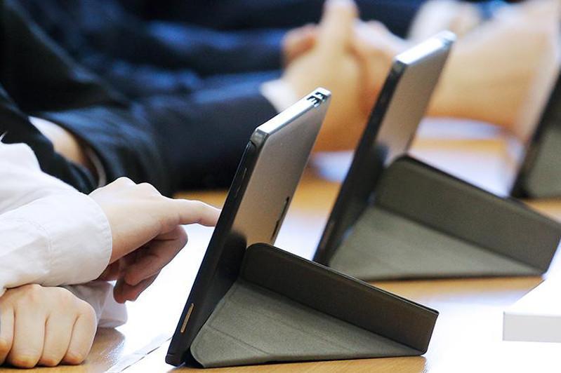 Электронными учебниками обеспечат казахстанцев