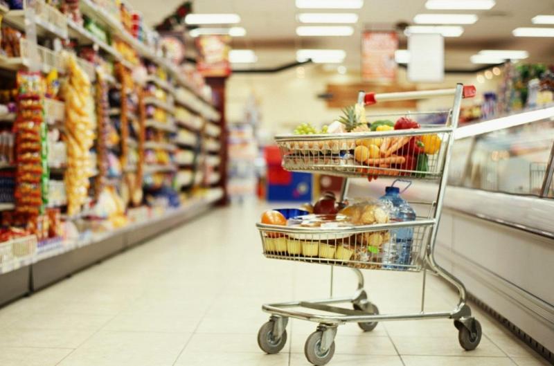 В Атырау продлили часы работы продовольственных магазинов и супермаркетов
