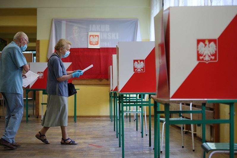 波兰总统大选第二轮投票今日开始