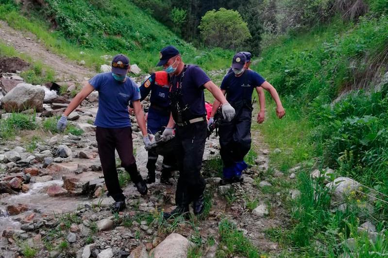 Потерявшегося в горах близ Алматы мужчину искали всю ночь
