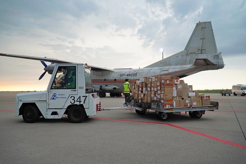 运送新冠肺炎药品的货运飞机抵达努尔苏丹市