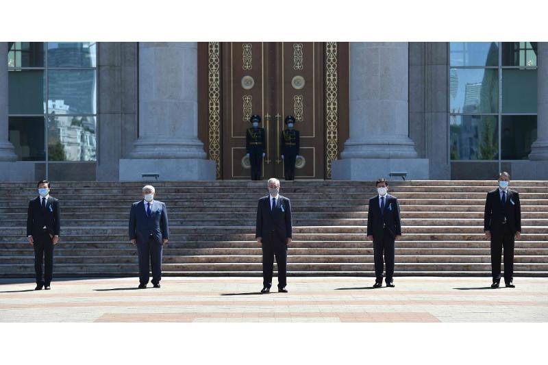 Президент Казахстана почтил память жертв коронавируса