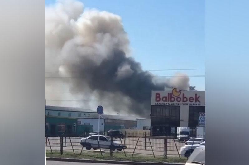 Пожар вспыхнул на столичном рынке «Амир»