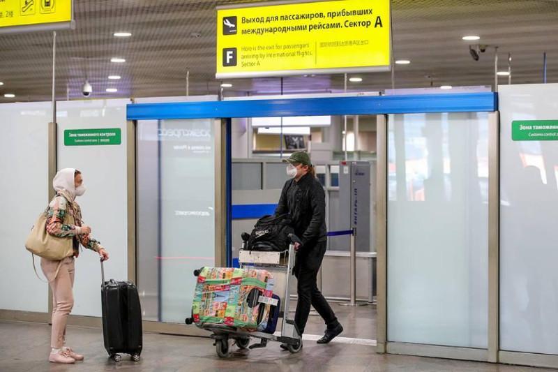 Ресей шетелден келетіндер үшін екі апталық карантинді алып тастады