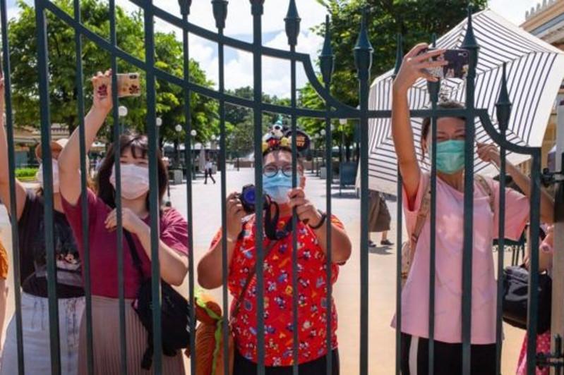 Коронавирус: Гонконгтағы Диснейленд ашылғанына бір ай өтпей жатып қайта жабылды