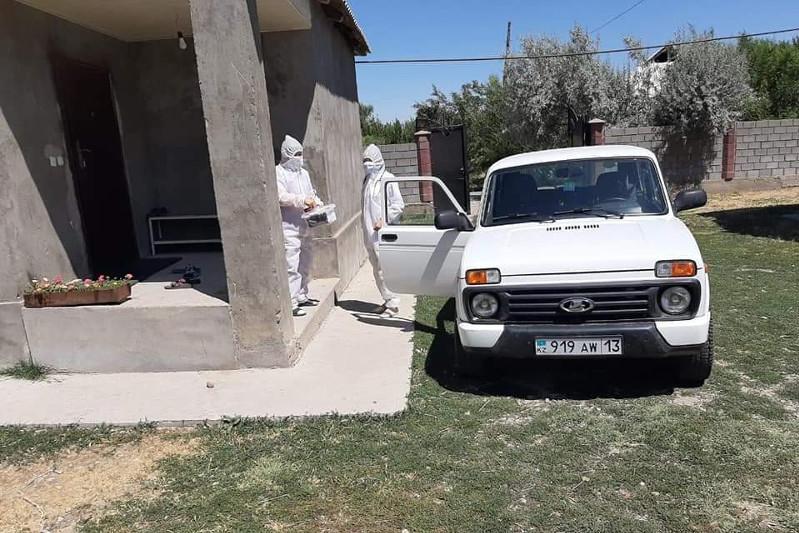 Тюлькубасские волонтеры доставили 210 кислородных баллонов в районную больницу