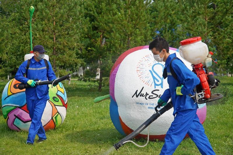 Nur-Sultanda halyq kóp jınalatyn oryndarda aýqymdy dezınfektsııa jasalady