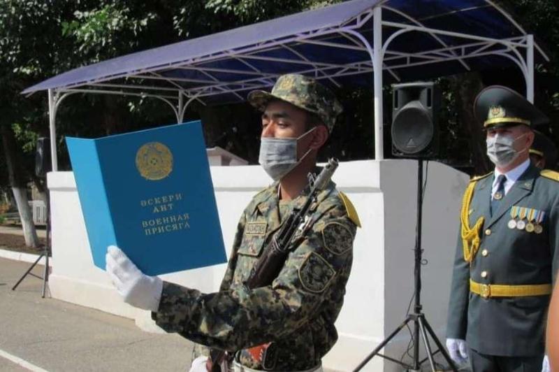 В Павлодаре военнослужащие присягнули в онлайн-режиме