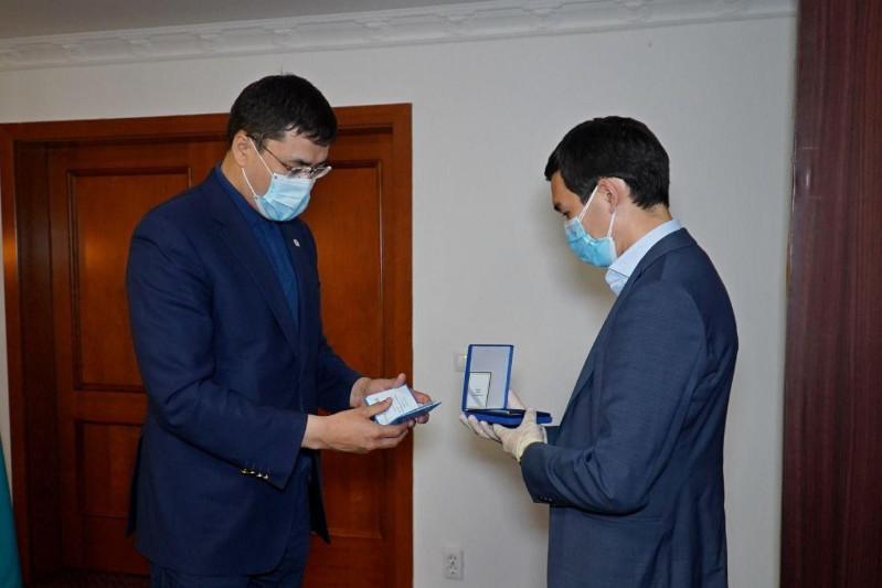 Орденом «Парасат» посмертно награжден столичный хирург Олжабай Кожагалиев