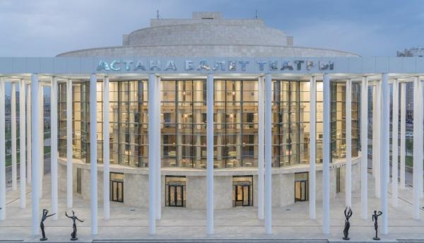 阿斯塔芭蕾舞剧院结束了第七个演出季