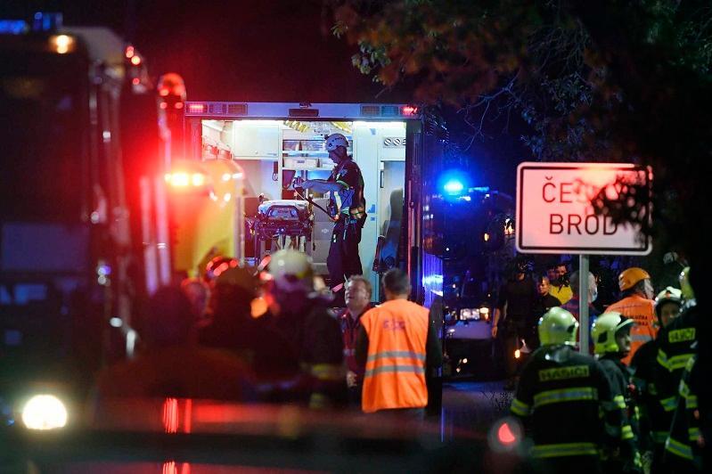 捷克布拉格附近发生列车相撞事故30余人受伤