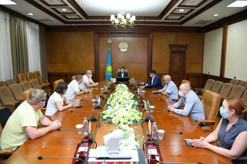 奇姆肯特市医护人员与俄罗斯医疗专家交流经验