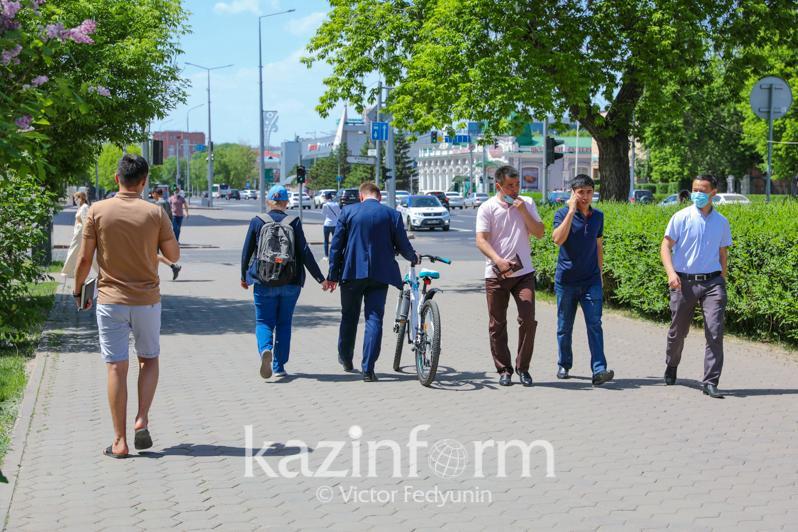 Almatyda maskasyz júrgenderge 83 myń teńge aıyppul salyna bastady