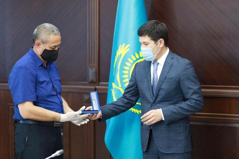 Посмертно представили к госнаградам трех медработников в Павлодаре