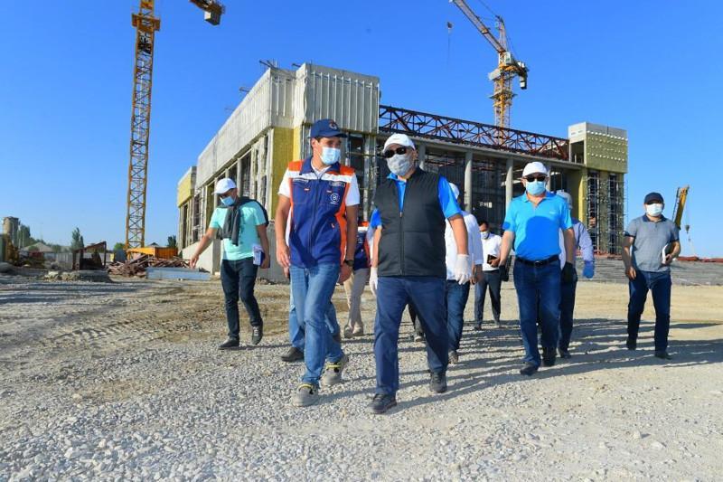 Умирзак Шукеев проверил строительные площадки в Туркестане