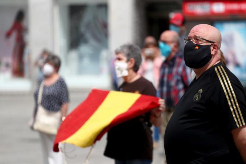 Память 28 тысяч жертв эпидемии почтили в Испании