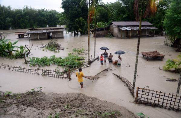 印度阿萨姆邦洪水肆虐 66人死亡360万人受困