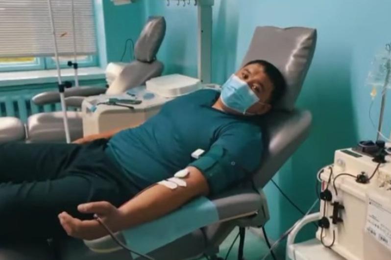 哈萨克式摔跤世界冠军新冠康复后捐献抗体