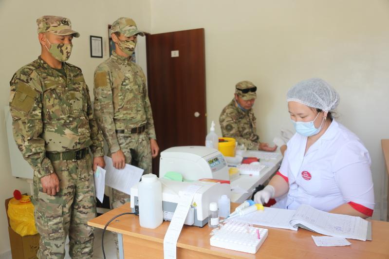 Жамбылские военные сдают кровь для лечения заболевших коронавирусом