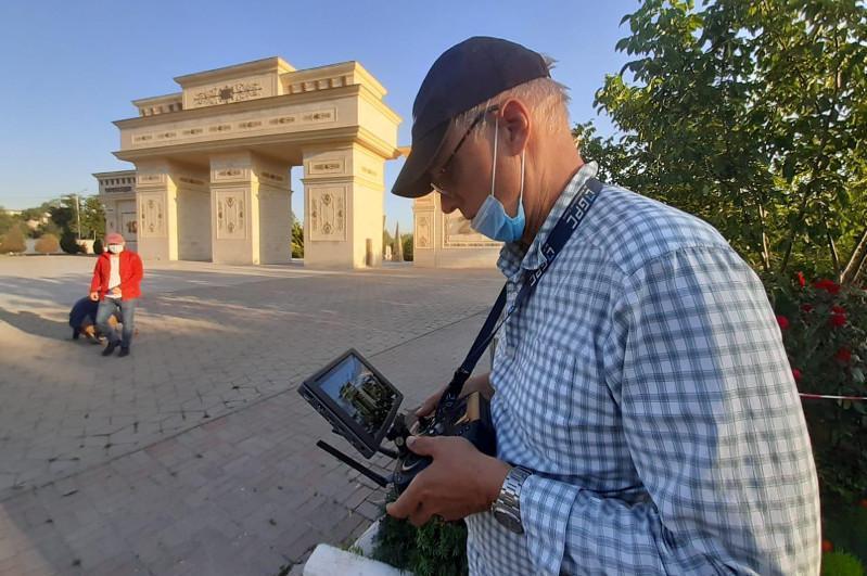美国知名摄影师为奇姆肯特市拍摄风光照片