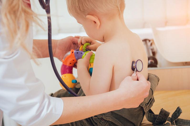 Почему дети легко переносят болезнь, по сравнению со взрослыми -  ответ эксперта