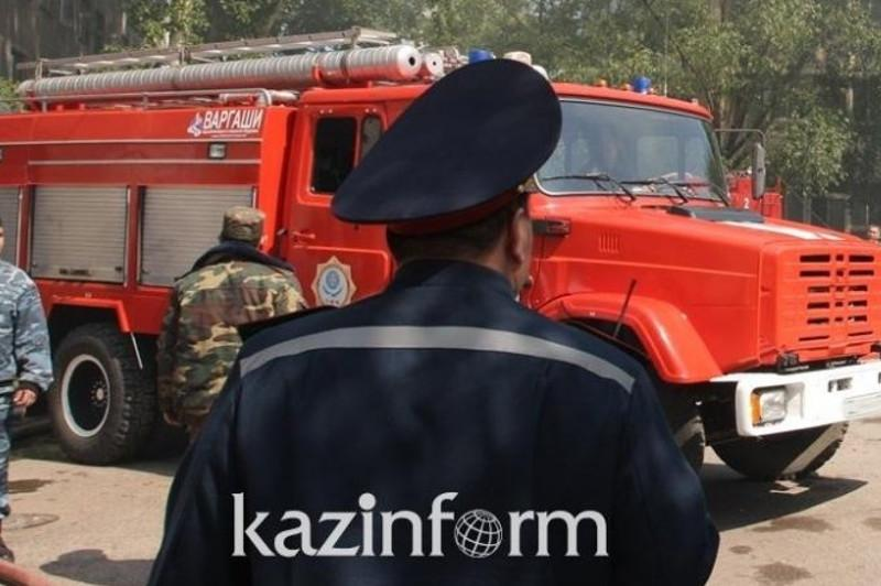 17 человек эвакуировали из-за пожара в пятиэтажке в Петропавловске