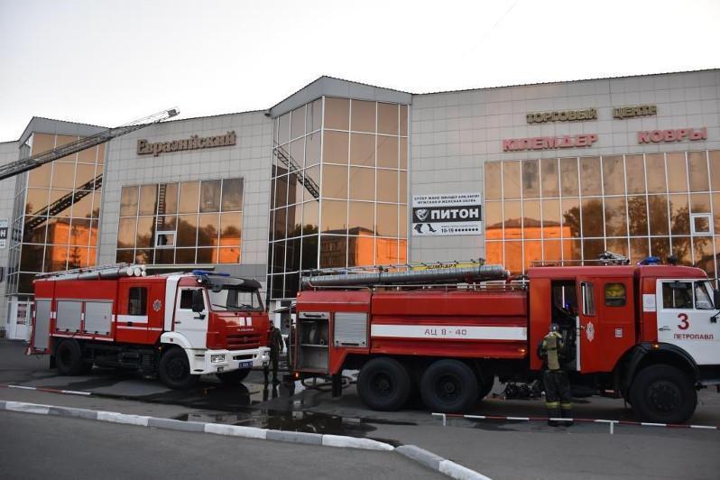 Торговый центр загорелся в Петропавловске