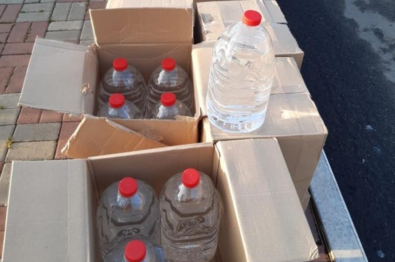 Тысяча литров спиртосодержащей жидкости обнаружена в машинев Костанайской области