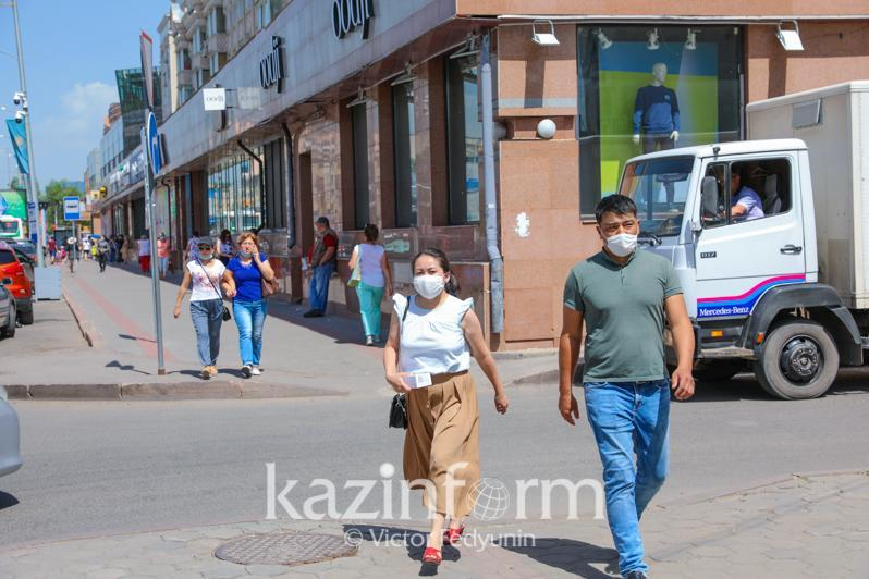Казахстанцев обязали носить маски на улице