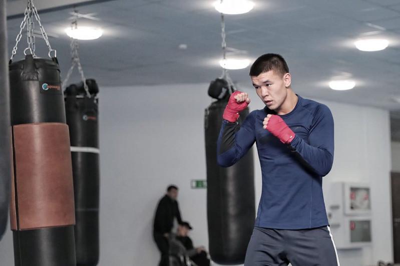 Призер чемпионатов мира и Азии по боксу обратился к казахстанцам в связи с продлением карантина