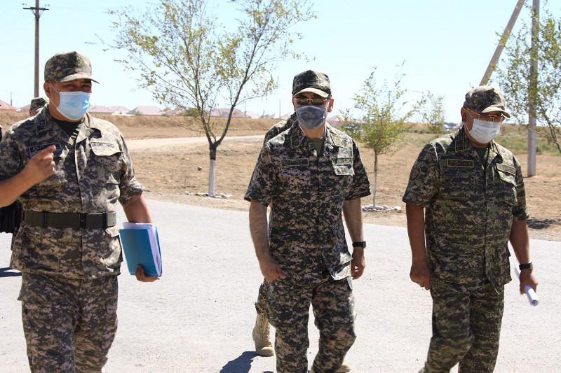 Министр обороны проинспектировал работы по ликвидации последствий ЧП в Арыси