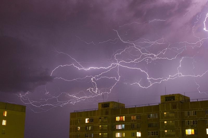 Штормовые предупреждения объявлены в нескольких областях Казахстана