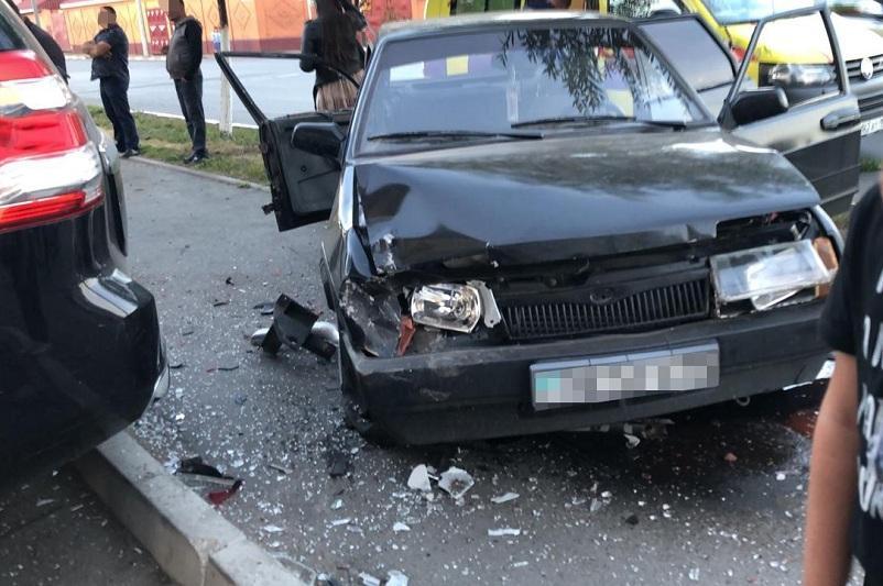 Две аварии в течение часа произошли на одном и том же перекрестке в Петропавловске