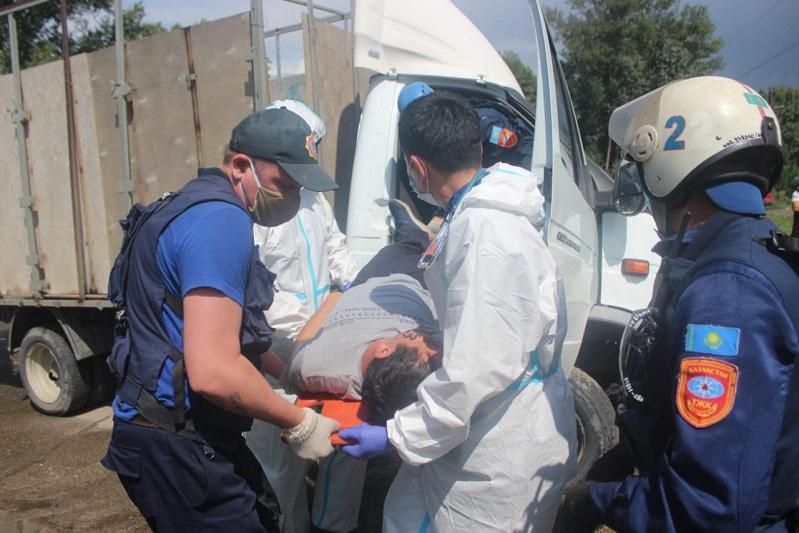 С зажатой ногой в искореженном авто: мужчину спасли при ДТП в Усть-Каменогорске