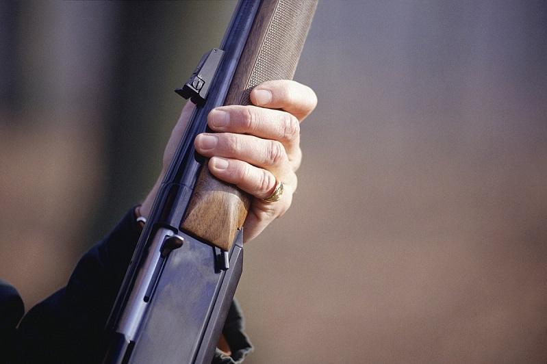 В двух знакомых выстрелил из ружья сельчанин в Костанайской области