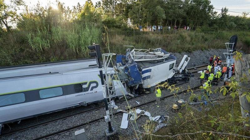 Скоростной поезд сошел с рельсов в Португалии, есть жертвы