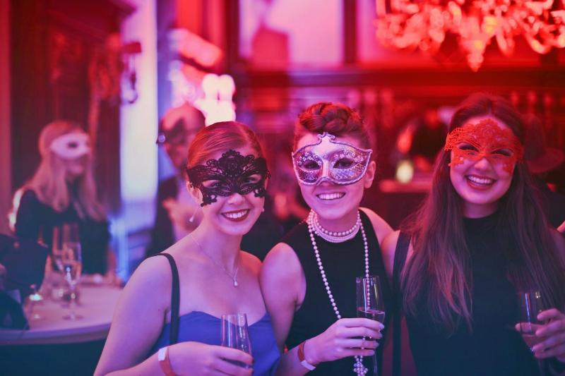 Ночные клубы, бары и рестораны стали основными местами заражений коронавирусом в Швейцарии