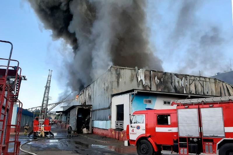 Заводской склад загорелся в Шымкенте