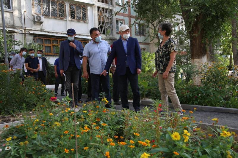 Бердібек Сапарбаев Тараздағы аула абаттандыру жұмысын сынға алды