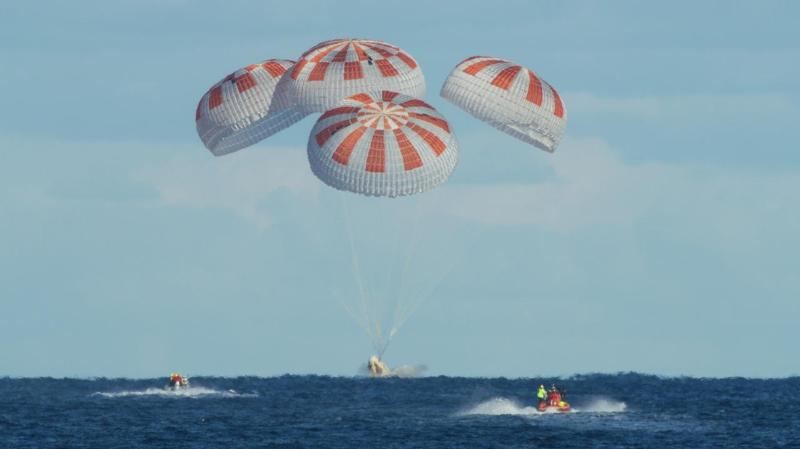 Корабль Илона Маска с астронавтами на борту успешно вернулся на Землю