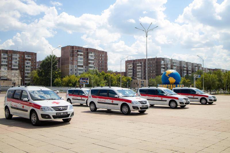 Ерлан Нигматулин, Давид Кемертелидзе и Жармухамед Аппаз приобрели машины для поликлиник Карагандинской области