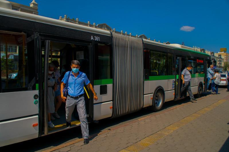 Nur-Sultanda jolaýshylarǵa avtobýsqa maskasyz kirýge tyıym salyndy