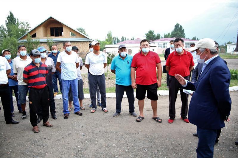 Сапарбаев Қордайдағы тәртіпсіздіктерге қатысты ұсталғандардың туыстарымен кездесті