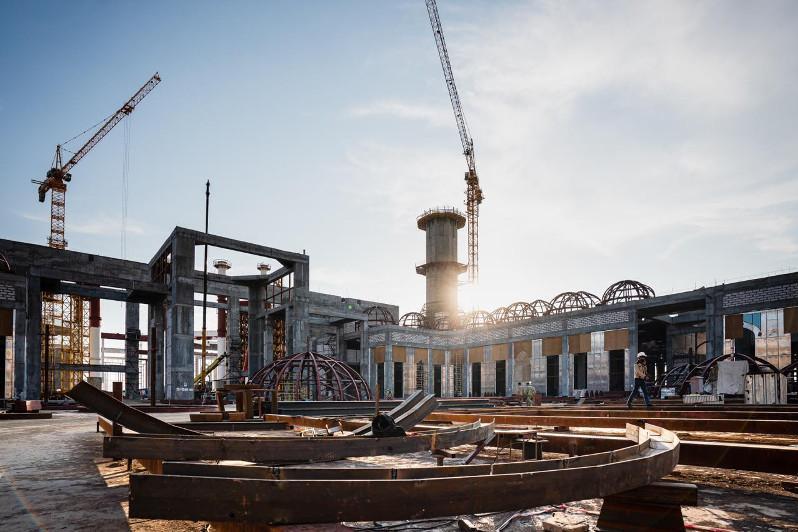 首都市长视察中亚最大清真寺的建设工作
