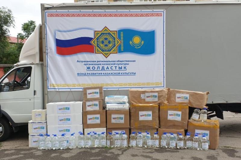 俄罗斯籍哈萨克族同胞们提供的人道主义援助物资抵达阿特劳州