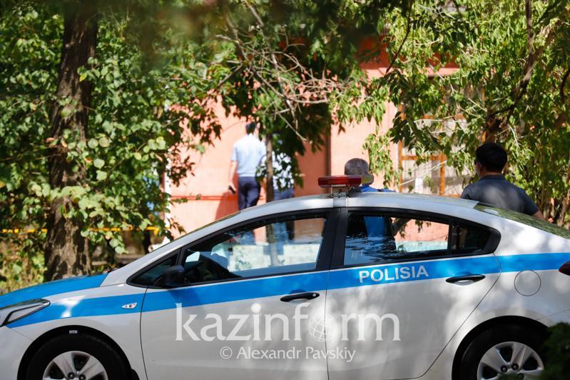 Almatyda esirtki shekken adam ýchaskelik polıtsııaǵa oq atty