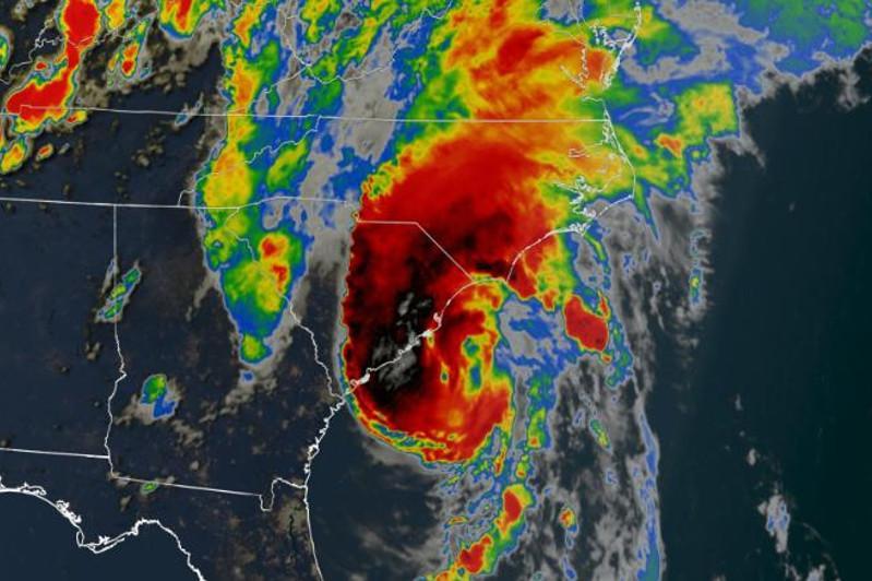 """""""伊萨亚斯""""飓风在美国东海岸登陆"""