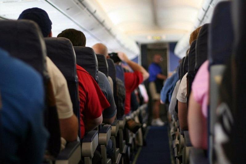 Пассажира без маски сняли с авиарейса Атырау–Актау