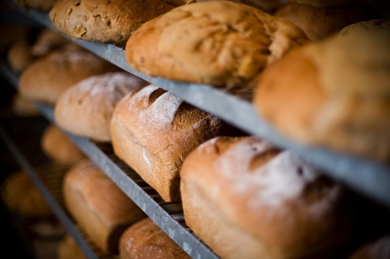Закупить муку для сдерживания цены на социальный хлеб поручил аким СКО